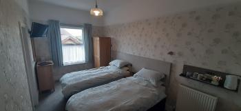 Twin Ensuite with Comfy Chairs