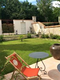 """Vue du jardin des chambres """"Les Indes"""" et """"Orient"""" rooms"""