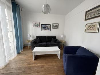 Appartement Le Temple Auxerre Centre Ville - Salon avec canapé lit