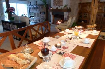 La salle du petit déjeuner de La  Ferme de Marpalu