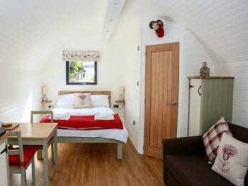 Kevock Vale Park - Luxury Pod - Sleeping Area