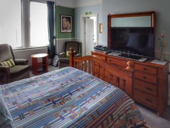King En-suite Bath & Shower - Double Occupancy (Breakfast included)