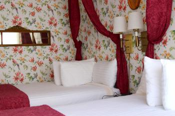COLONIAL TWO QUEEN-Double room-Premium-Ensuite with Shower