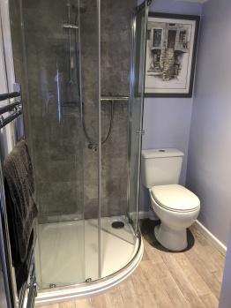 Room 1, ensuite shower room