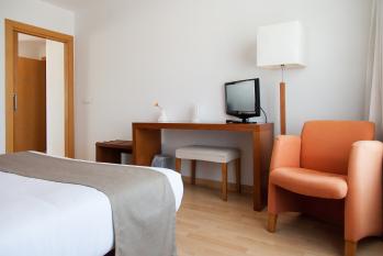 Hotel Miera estancia de cama de matrimonio en habitación familiar