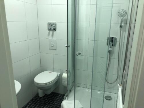 Doppelbett oder zwei Einzelbetten-Eigenes Badezimmer