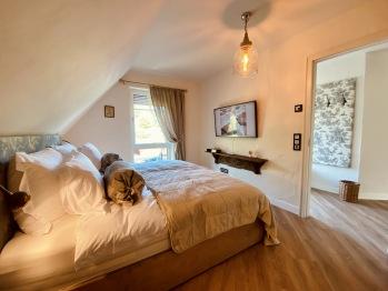 Schlafzimmer mit großem Bad & Sauna