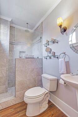 Paris/Sweetgrass Room ensuite Bathroom