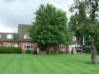 Featherstone Farm Hotel - Garden