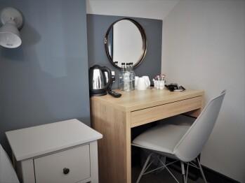 Seaview House Bed & Breakfast - Desk