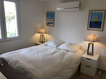La chambre double à l'étage avec sa salle d'eau