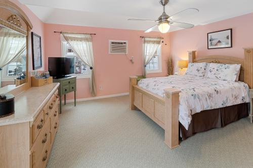 Milford Suite-Queen-Ensuite with Jet bath-Mountain View - Base Rate