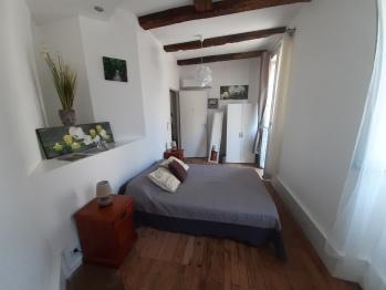 Chambre 1 / 1er étage / salle d'eau commune au deux chambres de l'étage