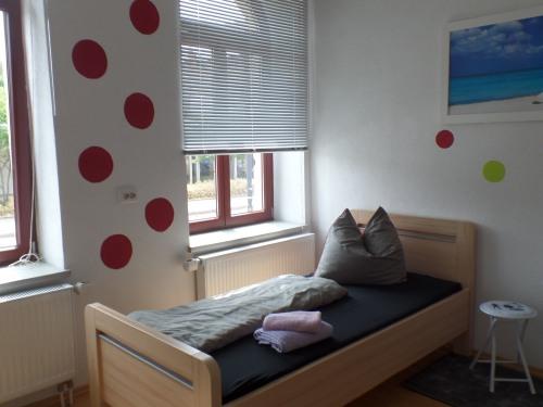 Einzelzimmer mit Gemeinschaftsbad und Gemeinschaftsküche