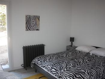 GITE JAUNE 8 personnes : chambre en rdc lit 160 vue direct jardin privatif