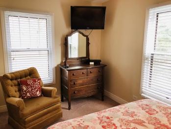 Suite Dreams Adjoining Queen Bedroom