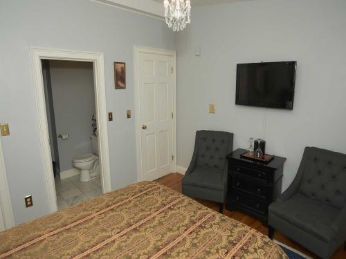 The Inn 12 Queen (no pets-Double room-Ensuite-Standard - Base Rate