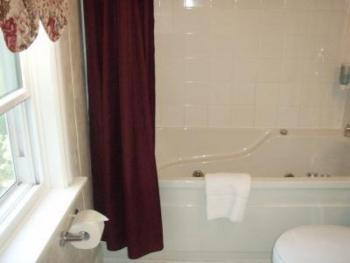 Queen-Ensuite-Superior-Rosebud Room.