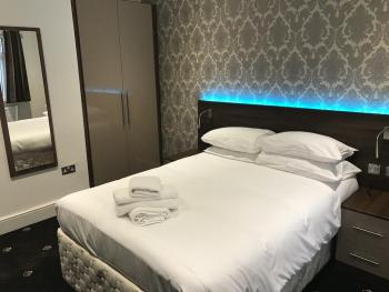 Double room-Ensuite-shared toilet - Base Rate