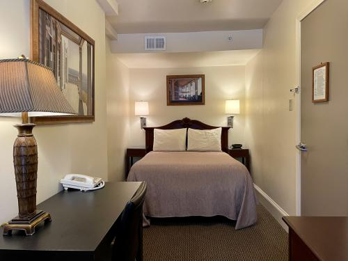 Economy-Double room-Ensuite - Base Rate