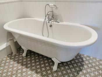 Superior king free standing bath
