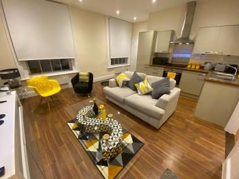 Luxury High Street Apartment - Luxury High-Tech High Street Apartment