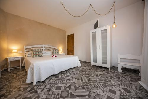 Ehe Bett-Standard-Badezimmer mit Dusche-Salaia