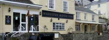 Harbour Moon Inn -