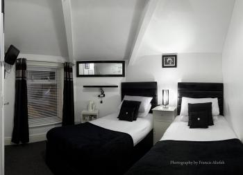 Twin room-Comfort-Private Bathroom-Street View-First Floor