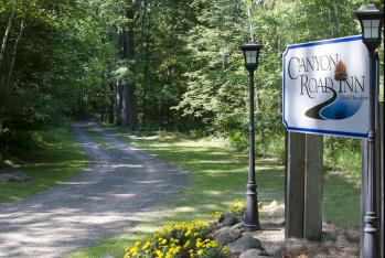 Entrance to Canyon Road Inn
