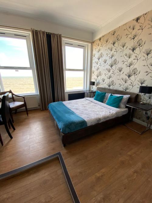 Double room-Deluxe-Ensuite with Shower-Sea View