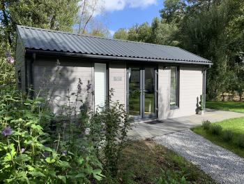 Cabin-Ensuite with Shower-Woodland view-Hidden Hut
