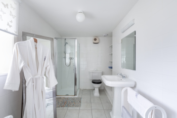 Iona Suite Bathroom