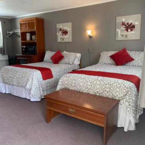 Double Rooms-Classic-Quad room-Ensuite with Shower