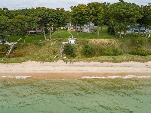 Lakeshore Inn Private Beach/may NOT be accessible due to high water