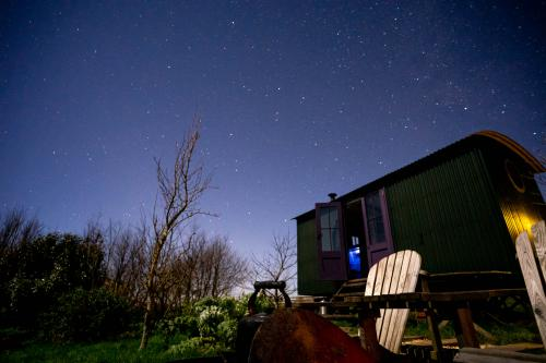 Forager Shepherd's-Hut-Panoramic-Countryside view-Ensuite with Shower