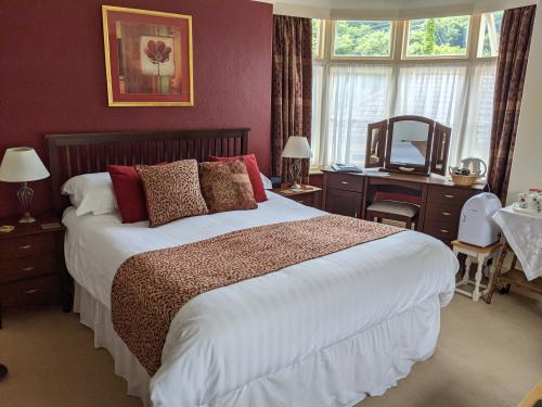 Double or Twin-King-Ensuite with Shower-Countryside view-Room 2 - Base Rate
