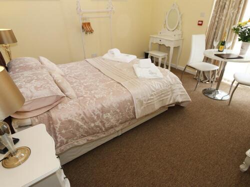 Double room-Suite-Ensuite-Harbour suite - Base Rate