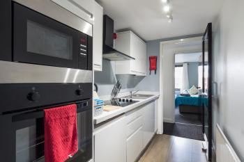 Kitchen- Suitestayzzz - Ouseburn Suite