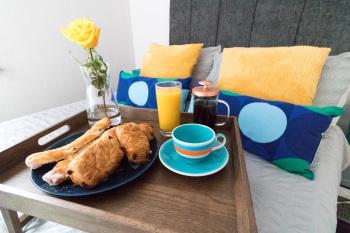 Ideal Home Away in Bury - Enjoy Breakfast in Bed