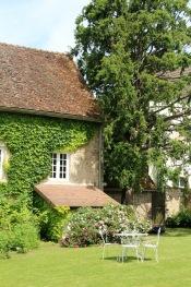 """MaisonMaya_dans le jardin sous l""""if"""