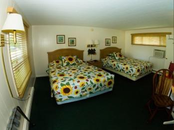 Hillside Room 05-Quad room-Ensuite