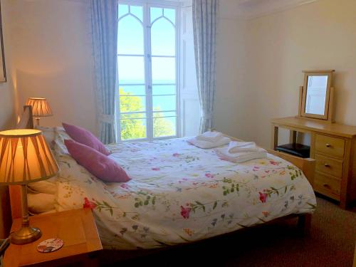 Superior Family of 6 Suite with shower Ensuite - Cliff Railway and Sea Views
