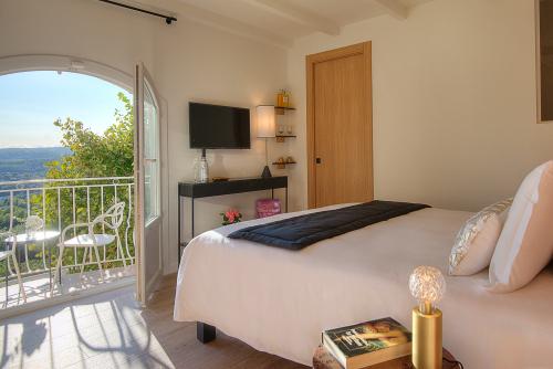 Double-Supérieure-Balcon-Vue Panoramique-Salle de bain privée séparée-1er étage