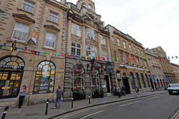 Historic two bed apartment in the City Centre -