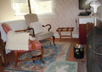 Scranton Guestroom Sitting Area