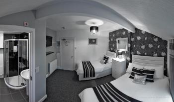 Triple room-Comfort-Private Bathroom-Street View-2 Floor