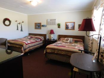 #17 Great Outdoors Motel-Quad room-Private Bathroom