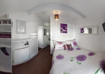 Apartment-Apartment-Private Bathroom-Street View-Second Floor