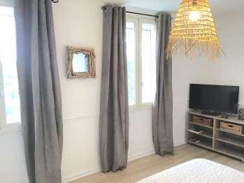 Chambre à coucher 2 (à partir de 3 adultes). Lit 160x200, TV connectée TNT et satellite, lecteur DVD
